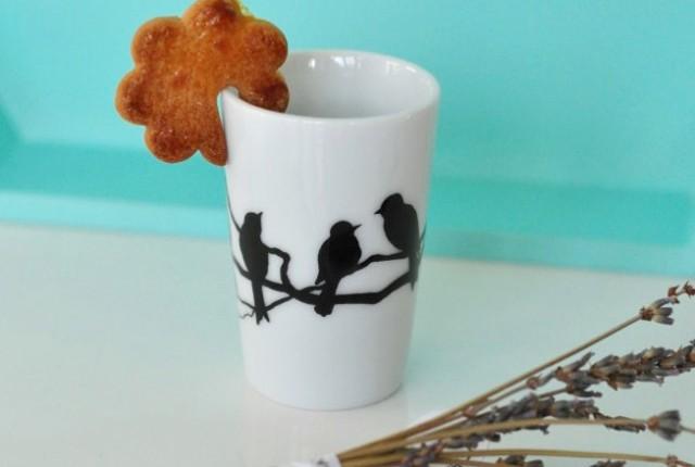 Un biscuit qui tient sur la tasse!