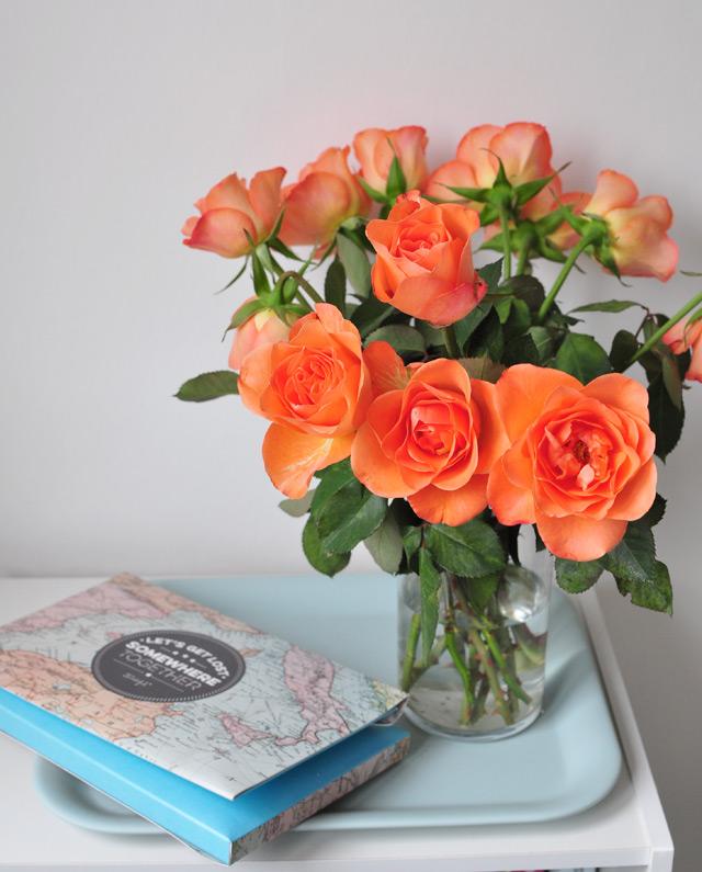 Bouquet de fleurs et album photo