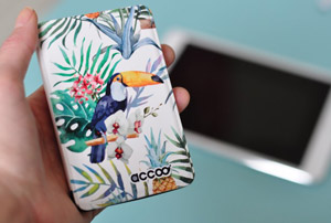 Batterie nomade ornée de toucans! Chez Accoo, start-up française. Avis sur le blog lifestyle Birds & Bicycles!