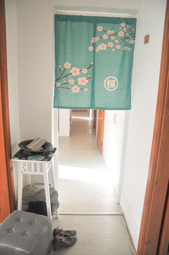 Mon rideau japonais à l'entrée de mon appartement ! Billet déco sur le blog lifestyle Birds & Bicycles