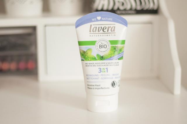 Soins anti-imperfections bio - Avis + test du soin 3 en 1 contre les imperfections de Lavera, à la fois nettoyant, gommage et masque!