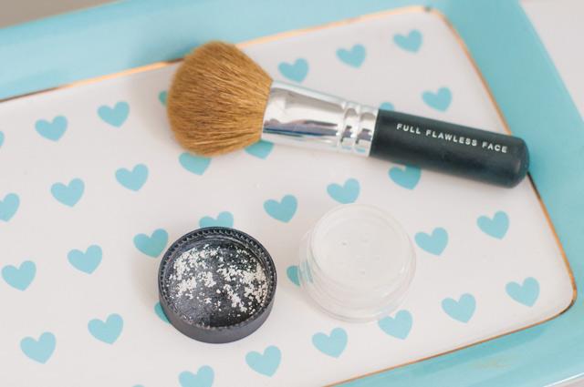 La poudre Lily Lolo - Maquillage du teint avec des cosmétiques naturels sur le blog Birds & Bicycles