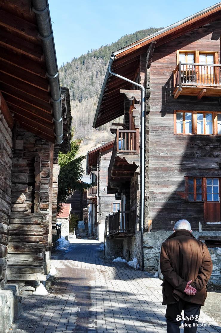 Dans les rues d'Evolène en Valais