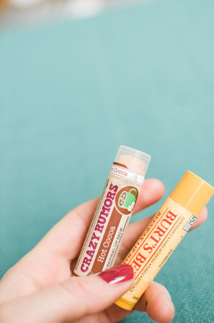 Les sticks à lèvres naturels de chez Crazy Rumors et Burts's Bees. Avis et test sur le blog!