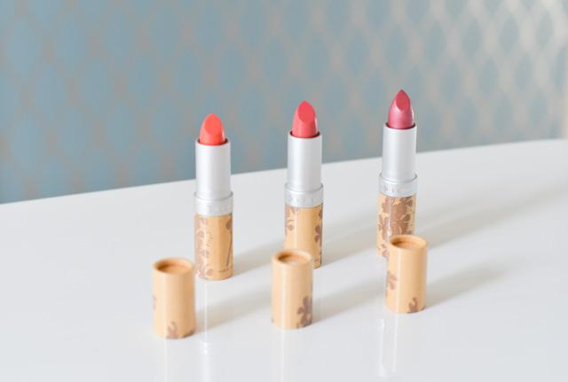 Trois rouges à lèvres de Couleur Caramel: swatch et test. Crédit photo: blog Birds&Bicycles