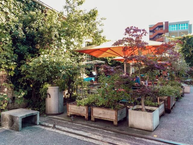 Jolie terrasse pour l'afterwork derrière la gare de Bâle