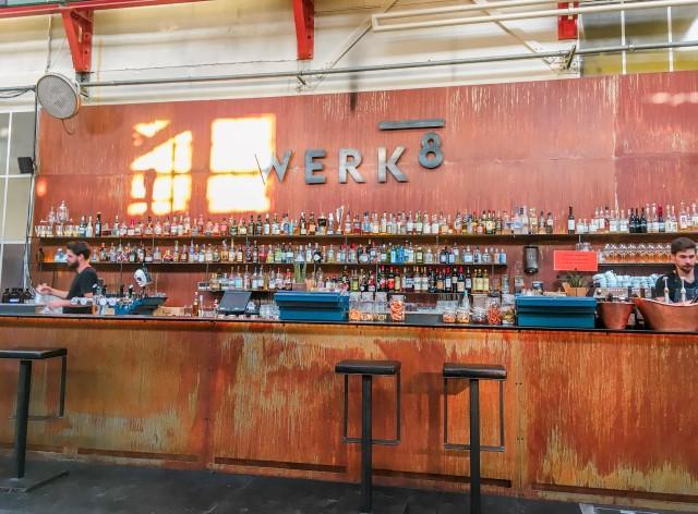 Où boire un verre à Bâle pour l'afterwork? Werk 8, un spot branché dans le quarter du Gundeli