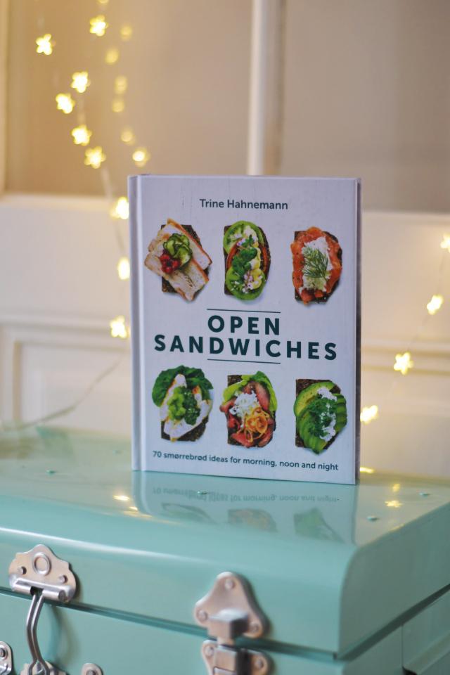 un livre de recettes sur les smørrebrød