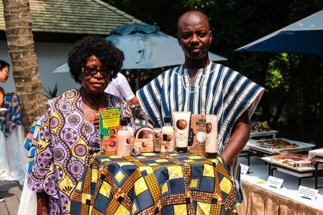 Tungteiya Womens' association: Madam Fati Paul (fondatrice) et Thomas Kofi Pang (coordinateur, spécialiste du commerce du karité)