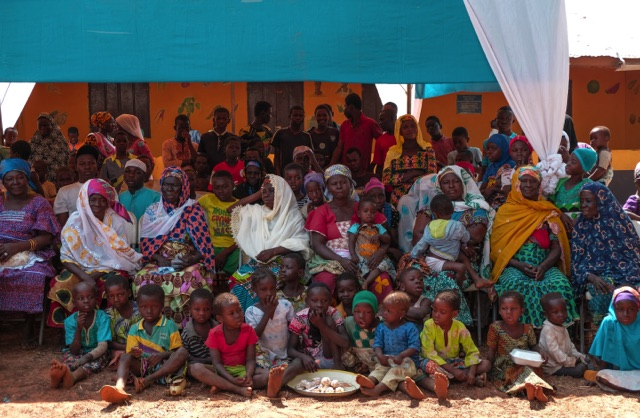 Ghana - enfants dans le village