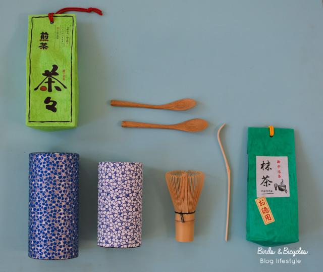 Thés: boîtes en papier et kit à matcha