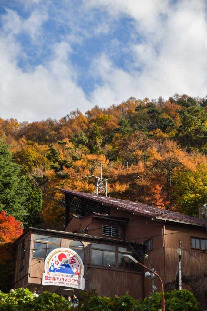 Voyage au Japon, région des 5 lacs à Kawaguchiko. Le téléphérique pour rejoindre le Mont Kachi Kachi.