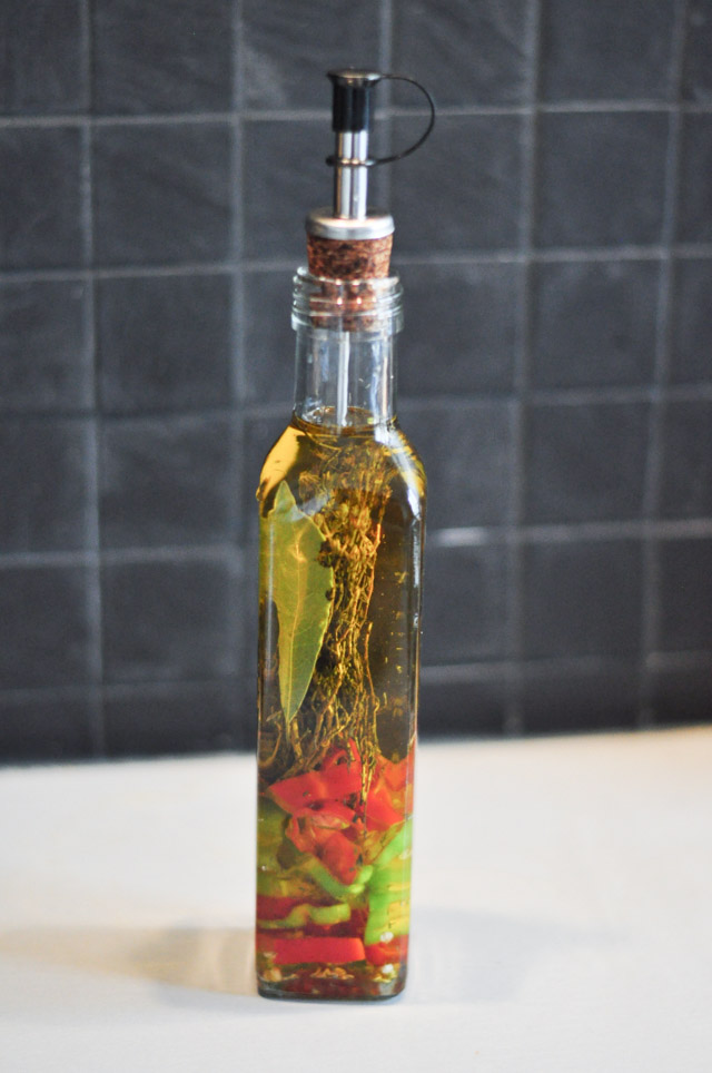 Recette d'huile piquante à pizza maison sur le blog Birds & Bicycles - Un été spécial do it yourself!