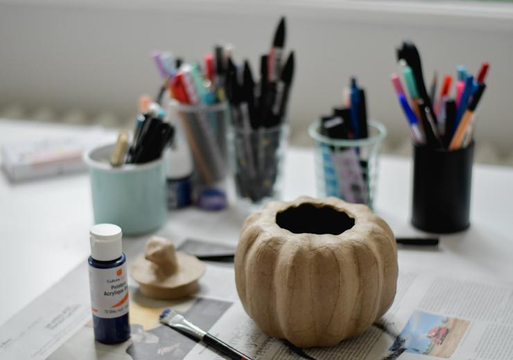 Courges en carton à peindre