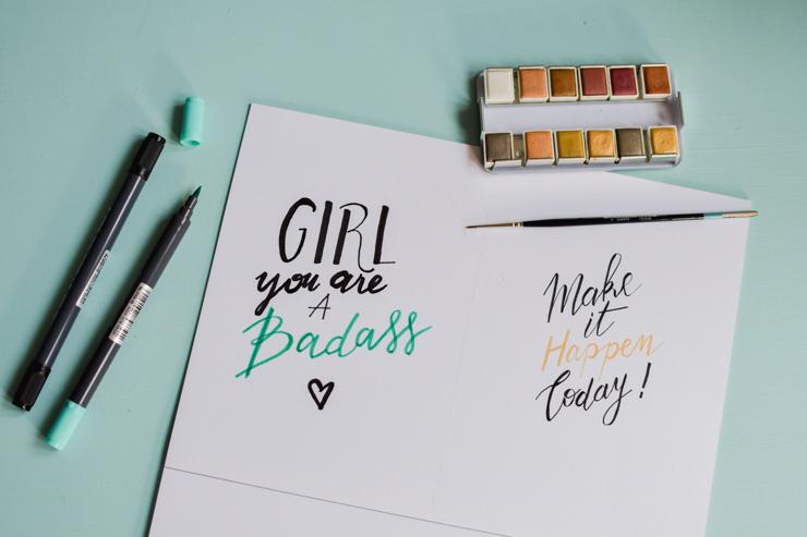 S'entraîner à réaliser des compositions en lettering et à associer les couleurs: un cahier d'exercices