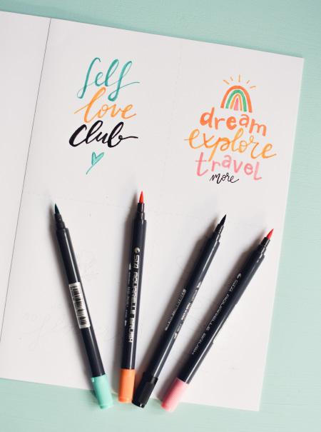 Lettering: s'améliorer en composition avec un kit de calligraphie moderne
