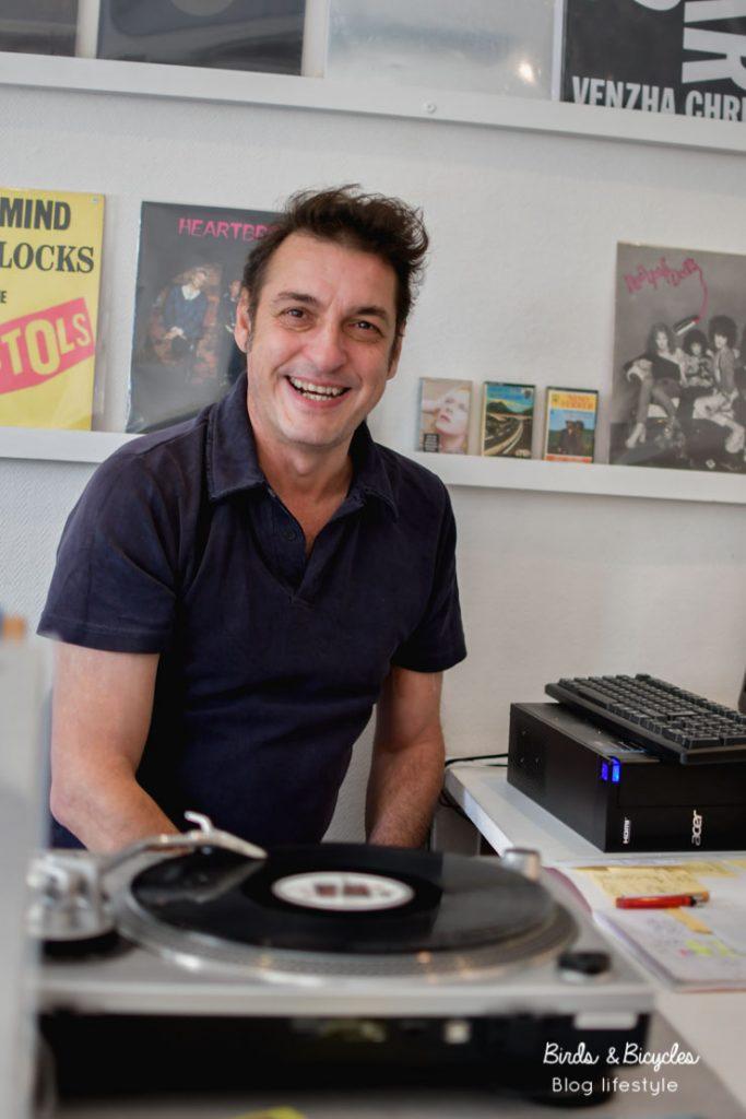 Eric, disquaire à Mulhouse - vinyles, k7 et bons conseils chez Mélodie en Sous-sol