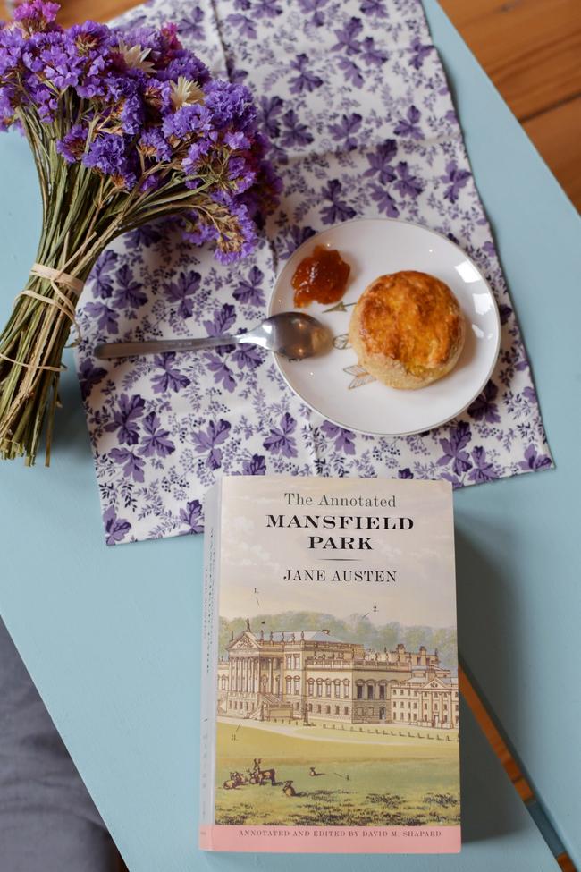 Un scone et un roman de Jane Austen