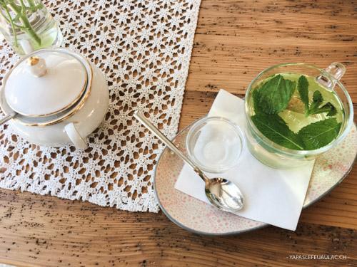 Un thé à la menthe à Sankt Blasien dans un joli café