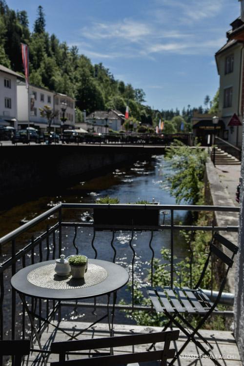 Petit balcon sur l'eau en Forêt Noire en Allemagne