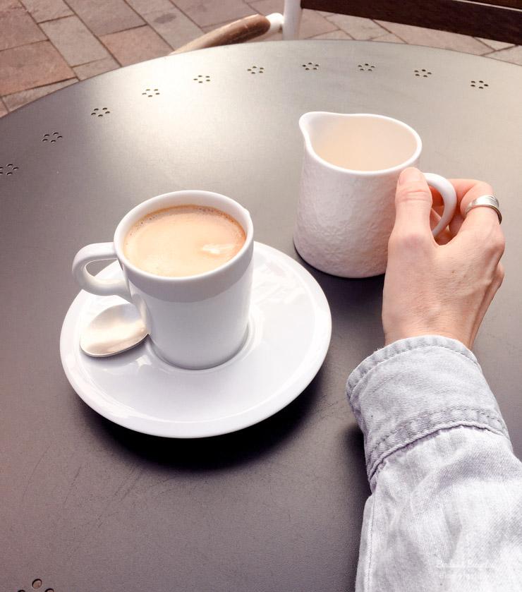 Café en terrasse à Mulhouse - petits bonheurs du blog lifestyle alsace Birds & Bicycles