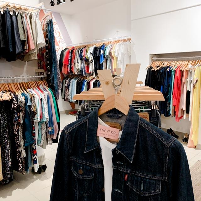 Un lieu d'échange de vêtements pour éviter la fast fashion