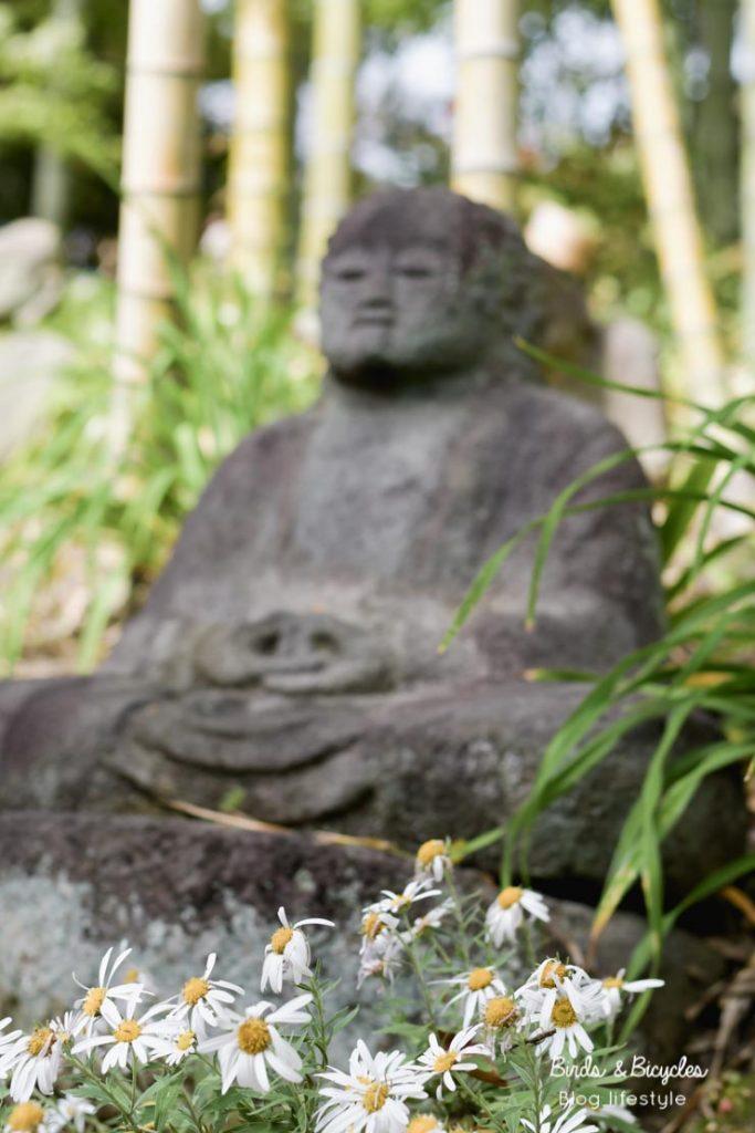 Une statue dans le jardin de la villa Hakusasonsô à Kyoto