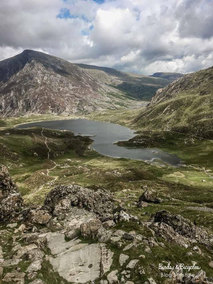 Le lac de montagne Llyn Idwal