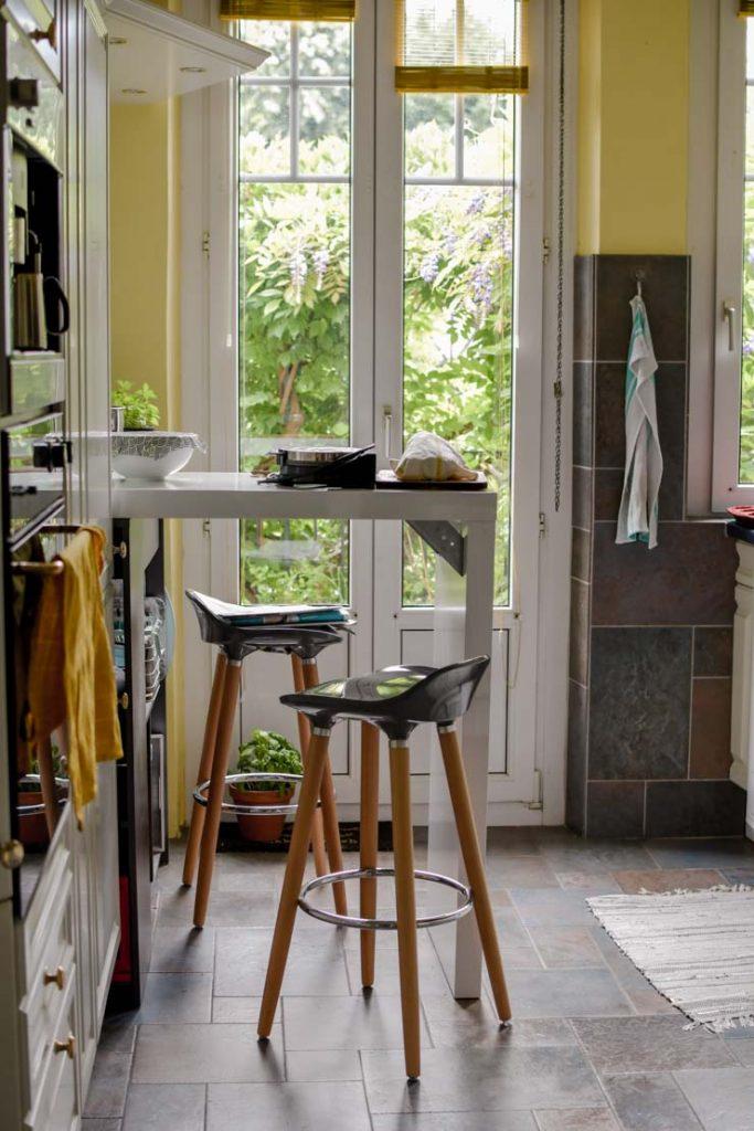 Le bar dans la cuisine pour le petit-déjeuner