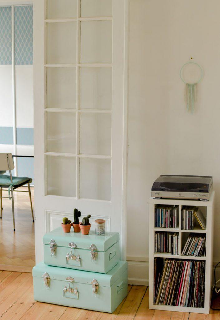 Platine vinyle et petit meuble
