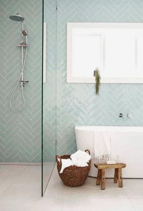 Du bleu vert ou du rose, mes couleurs favorites pour les murs de la salle de bain