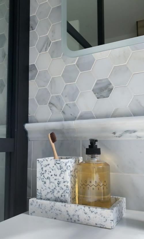 Des carreaux hexagones: coup de coeur pour la pièce d'eau