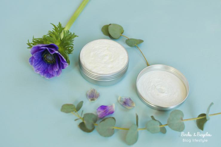 Une délicieuse crème fouettée... pour le corps, avec du beurre de karité - tests de cosmétiques naturels sur le blog Birds & Bicycles