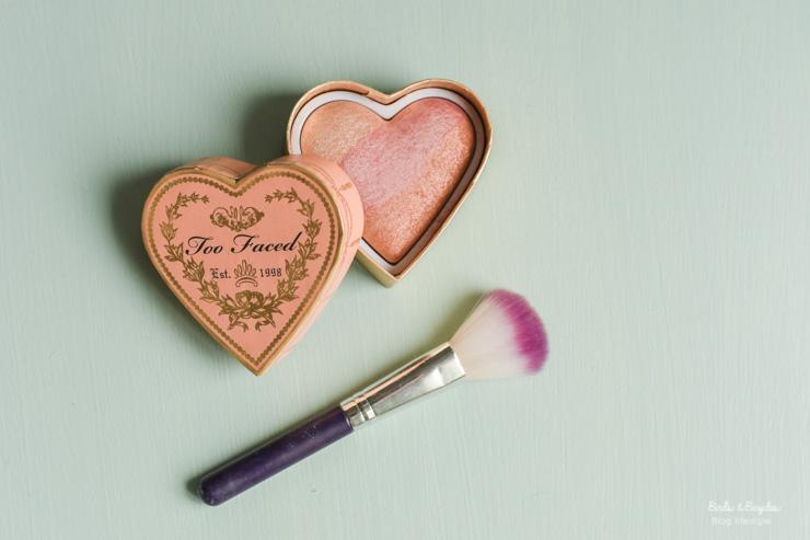 Joli make-up de Too Faced, une marque dont je regarde toutes les packaging juste pour le plaisir des yeux
