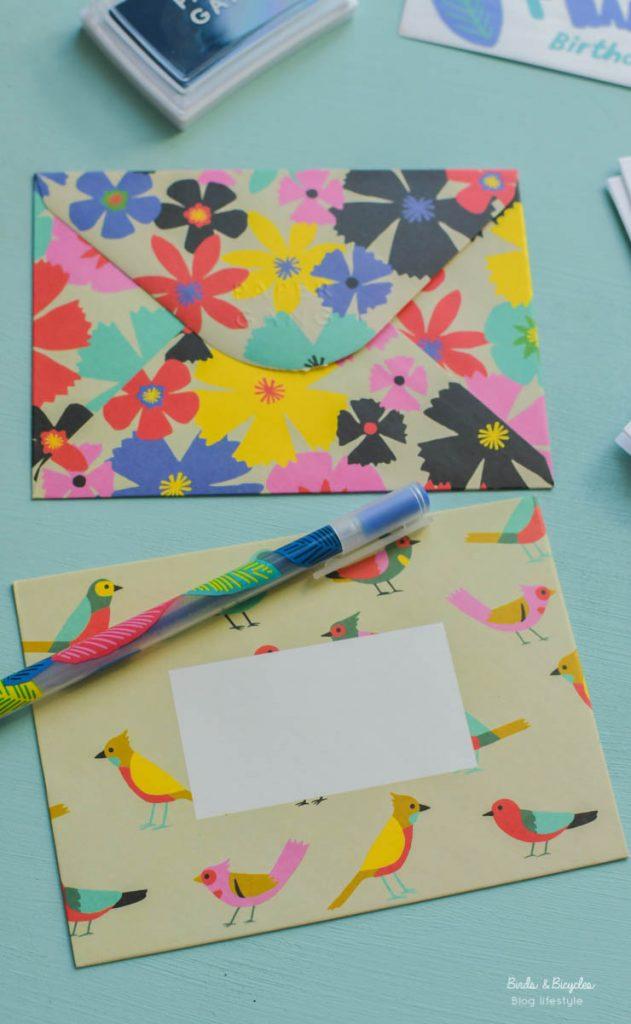 Des enveloppes colorées - jolie papeterie sur le blog Birds & Bicycles