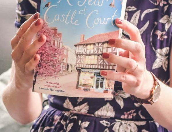 Avis: les nuits enneigées de Castle Court Holly Hepburn